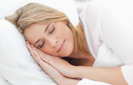 Բժիշկը մեկնաբանում է՝ ինչպես է քնելու դիրքն ազդում կնճիռների առաջացման վրա (վիդեո)