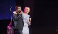 Ձախ Հարութի և Քրիստինե Պեպելյանի դուետը՝ երգչի երևանյան մենահամերգին (տեսանյութ)
