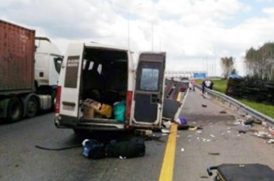 Մոսկվա-Երևան ավտոճանապարհին բախվել են «ԿամԱԶ» բեռնատարը և միկրոավտոբուսը. ՀՀ մի քանի քաղաքացի հոսպիտալացվել է. Լուսանկարներ